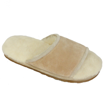 Comfortable warm fuzzy men slippers indoor use