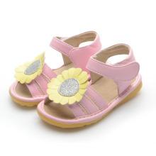 Pink Baby Squeaky Sandals com grande girassol amarelo Tamanho Us 3-9