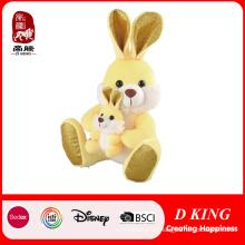 Três cores coelho de pelúcia brinquedo com coelho