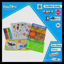 Brinquedos infantis engraçados com álbum de fotos e pintura de caneta colorida