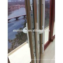 Porte battante en bois et en aluminium