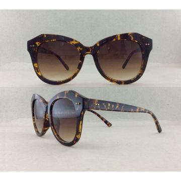 Женские солнцезащитные очки с классическим дизайном P02006