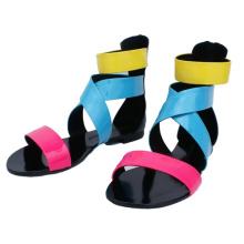 Sandálias planas coloridas para as mulheres (HCY02-738)