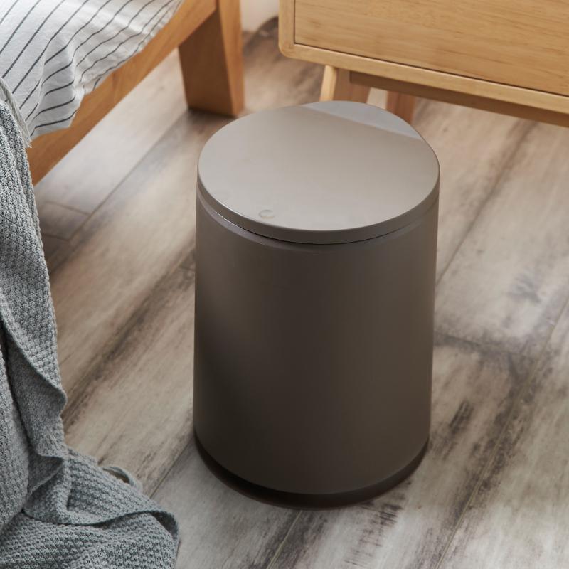 Circular trash can