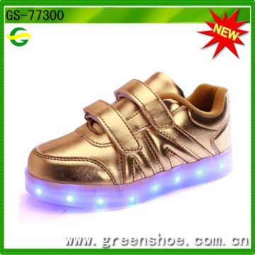 El bebé más nuevo calza los zapatos con la luz del LED para 2017 Ss