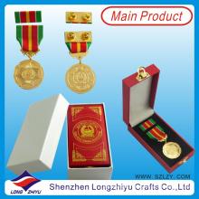 UAE Dubai Polícia e Medalha Militar com caixa de couro, Gold Army Medal Box Pin Badge com Pin Butterfly (lzy-201300296)