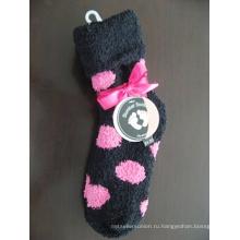 Уютные носки с дизайном точек и бантом
