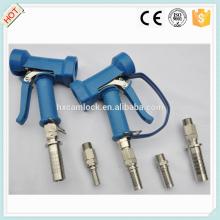 Pistolet de lavage en laiton à couvercle bleu avec queue de tuyau pivotante