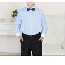 Jungen und Streifenuniform für Schuluniformen
