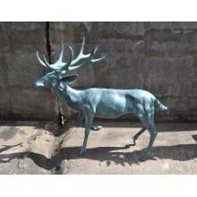 estatua de ciervo de renos de bronce