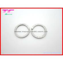 Кольцо с металлическим кольцом