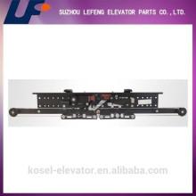 Europäische Typ Selcom AC Center Eröffnung Zwei Panel Aufzug Tür Kleiderbügel Fabrik / Hersteller / Lieferant