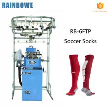 A meia informatizada automática que faz a máquina da malhaço de confecção de malhas da peúga do futebol do jacquard faz peúgas