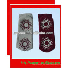 El calcetín anti del resbalón de la manera animal linda 2013 vende al por mayor