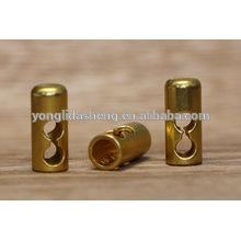 Finition en métal doré pour accessoires à main