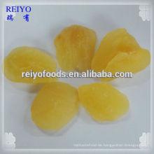 Getrocknete Birnenstücke mit Zucker