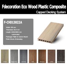 A boa superfície de madeira Textured o revestimento plástico composto da madeira WPC