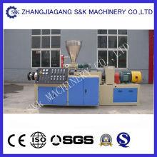 Tubo de PVC que faz a máquina