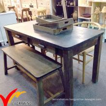 Muebles antiguos de la vendimia del granero Tabla de cena de madera antigua con la tapa y el banco del cinc