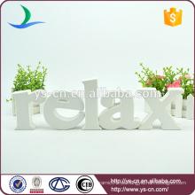 Weiße Farbe stereo RELAX Form Zeichen Briefe