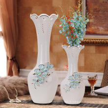 Vase en porcelaine bleu et blanc en épanièt chinois à l'échelle européenne