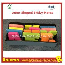 Notes collantes en forme de lettre dans l'emballage de boîte d'affichage