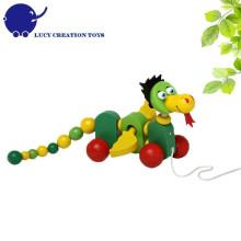 Brinquedo da criança dragão de madeira puxando brinquedo walk-along