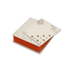 Свадебная коробка с белым оранжевым и золотым дизайном лотоса