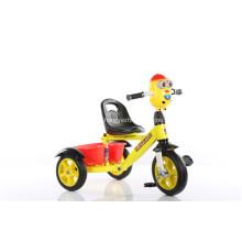 Passeio de triciclo de criança em triciclo de bebê