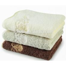 serviettes de toilette brodées de luxe