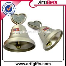 Petites cloches en métal plaquées sur mesure