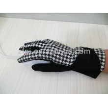 New style wool gloves for women with beautiful and cute embroidery
