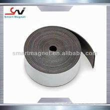 Fita magnética de borracha permanente de extrusão auto-adesiva
