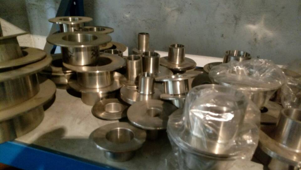 Flange with stube end