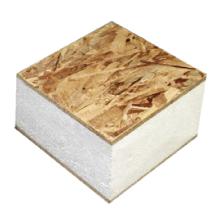 OSB, das strukturelle Isolierplatten gegenüberstellt