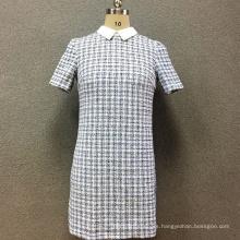 Vestido de manga corta teñido en hilo de poliéster para mujer.