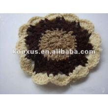 Flor hecha a mano del ganchillo del algodón
