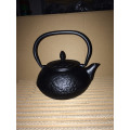 26 Ounce Cast Iron teapot with Stainless Steel Infuser