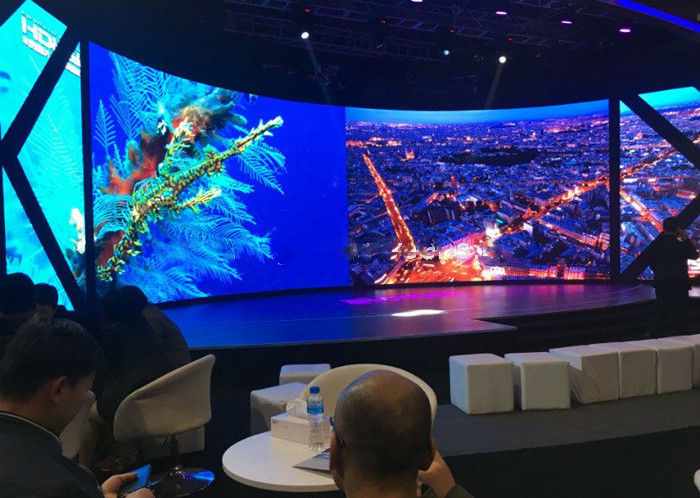 Full Color 1R1G1B Indoor Curved LED Display