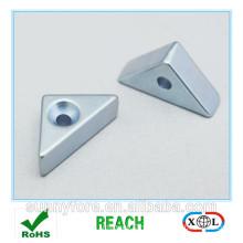 zinc plated countersunk triangular magnet