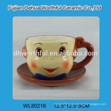 Taza y platillo de cerámica del café del mono