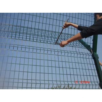 Poteau de clôture en métal