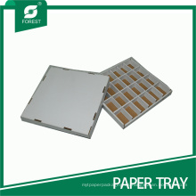 Bandeja de papel duro con partición