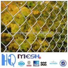 Pantalla de privacidad y valla de enlace de cadena en stock