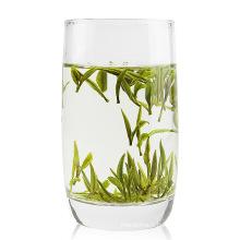 Thé vert de haute qualité au début du printemps
