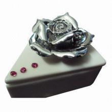 Ceramic Jewelry Case of Triangle Shape with Rhinestone Flower Set