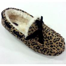 Zapatos calientes del mocasín de la mujer con la impresión del leopardo