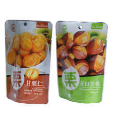 Os chineses feitos sob encomenda da castanha esto acima do saco de empacotamento
