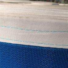 Exportation de machines alimentaires bleues transportant la ceinture de maille de polyester
