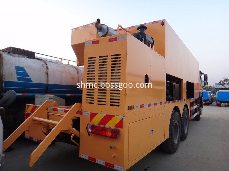slurry sealing truck